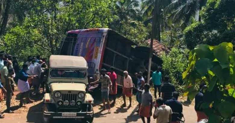 kasarkode, bus accident | bignewslive